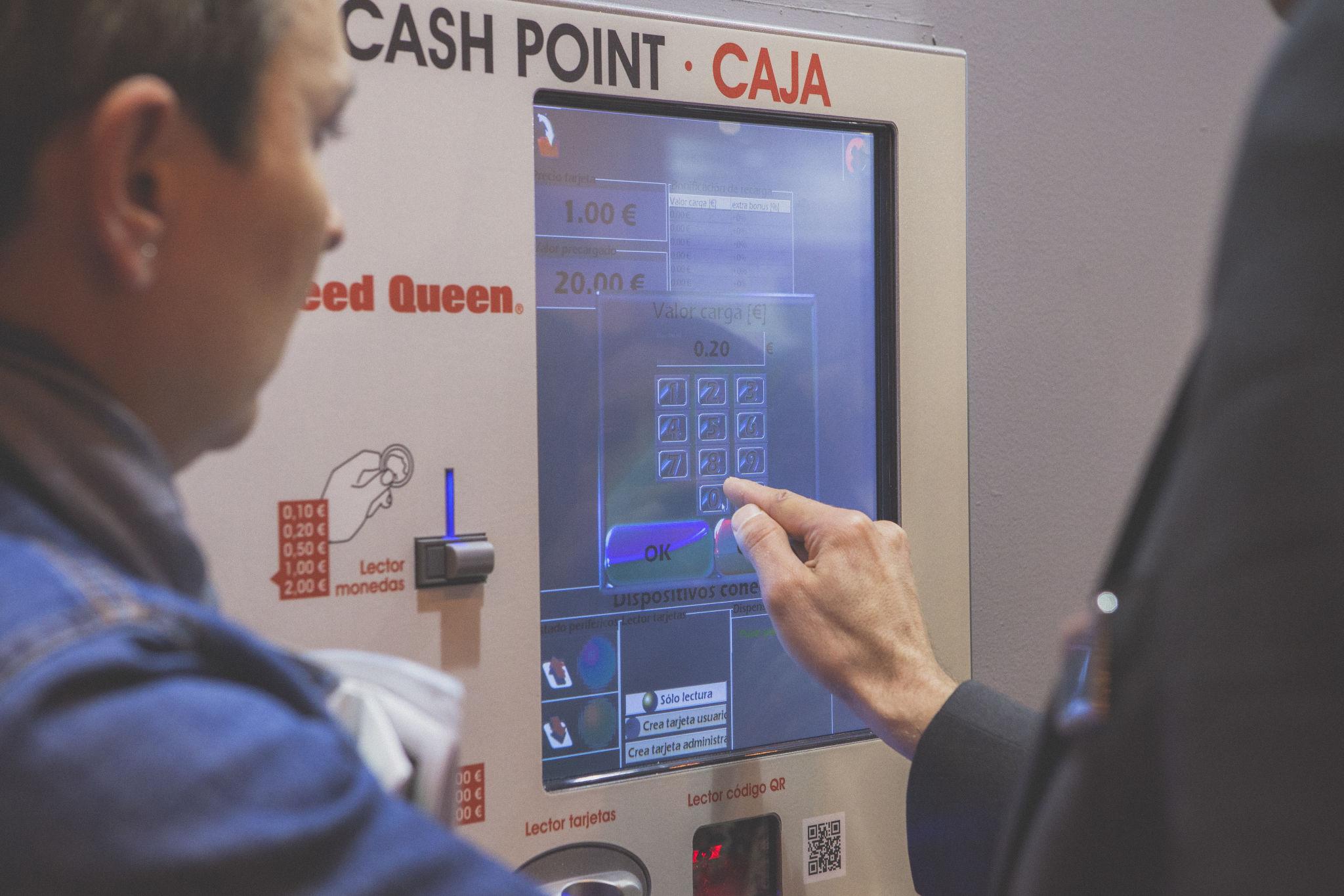 Probando máquina cash point Speed Queen en España