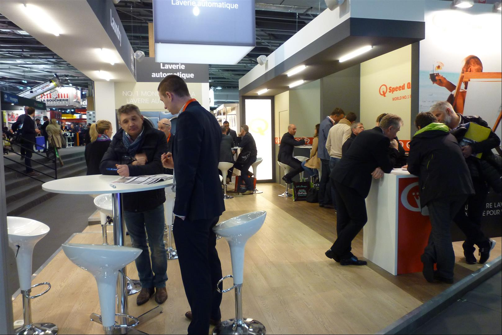 Visiteurs stand Speed Queen expo franchise en France