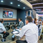 Mirando video lavanderías Speed Queen México